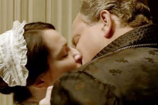 Lord Grantham kisses Jane