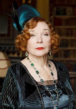 Shirley Maclaine plays Martha Levinson